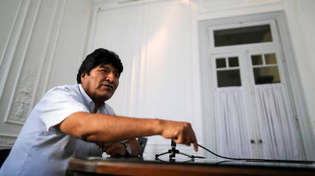 Evo Morales gestures during an interiew with Reuters in Buenos Aires © Reuters / Agustin Marcarian