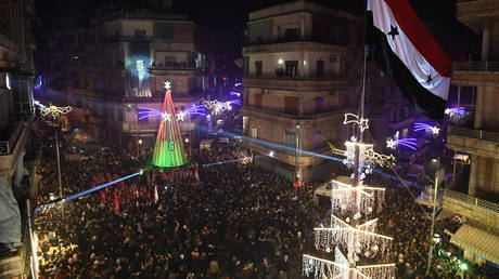 Syrians gather for the lighting of the Christmas tree in Aleppo's Aziziyah neighbourhood on December 21, 2019. ©AFP
