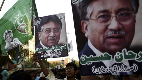 Supporters of Pervez Musharraf carry pictures of him at a rally in Karachi, Pakistan on December 24, 2019. © AFP / Rizwan Tabassum