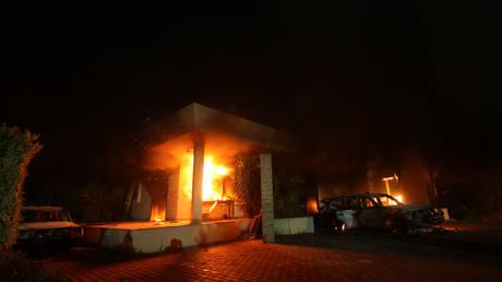 FILE PHOTO: The US consulate in Benghazi burns following a jihadist attack, 2012 © Reuters / Esam Al-Fetori