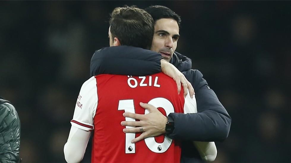 'The first time I've seen him smile in 18 months': Mesut Ozil hailed as Arteta's Arsenal beat Solksjaer's Manchester United
