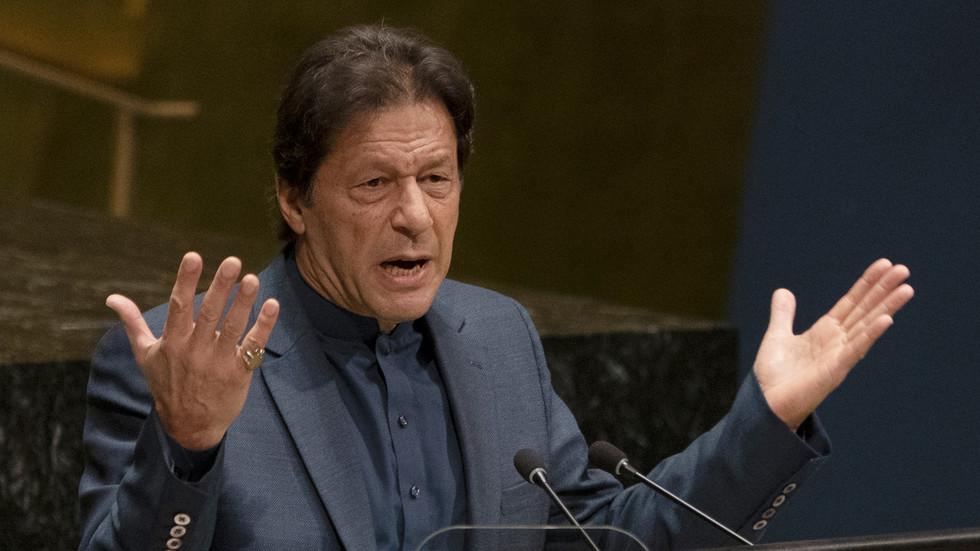 Indians jeer after Pakistani PM tweets & deletes 'Indian police Muslim pogrom' clip... filmed in Bangladesh