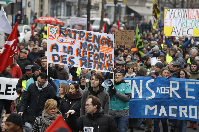 Paris pension protests continue