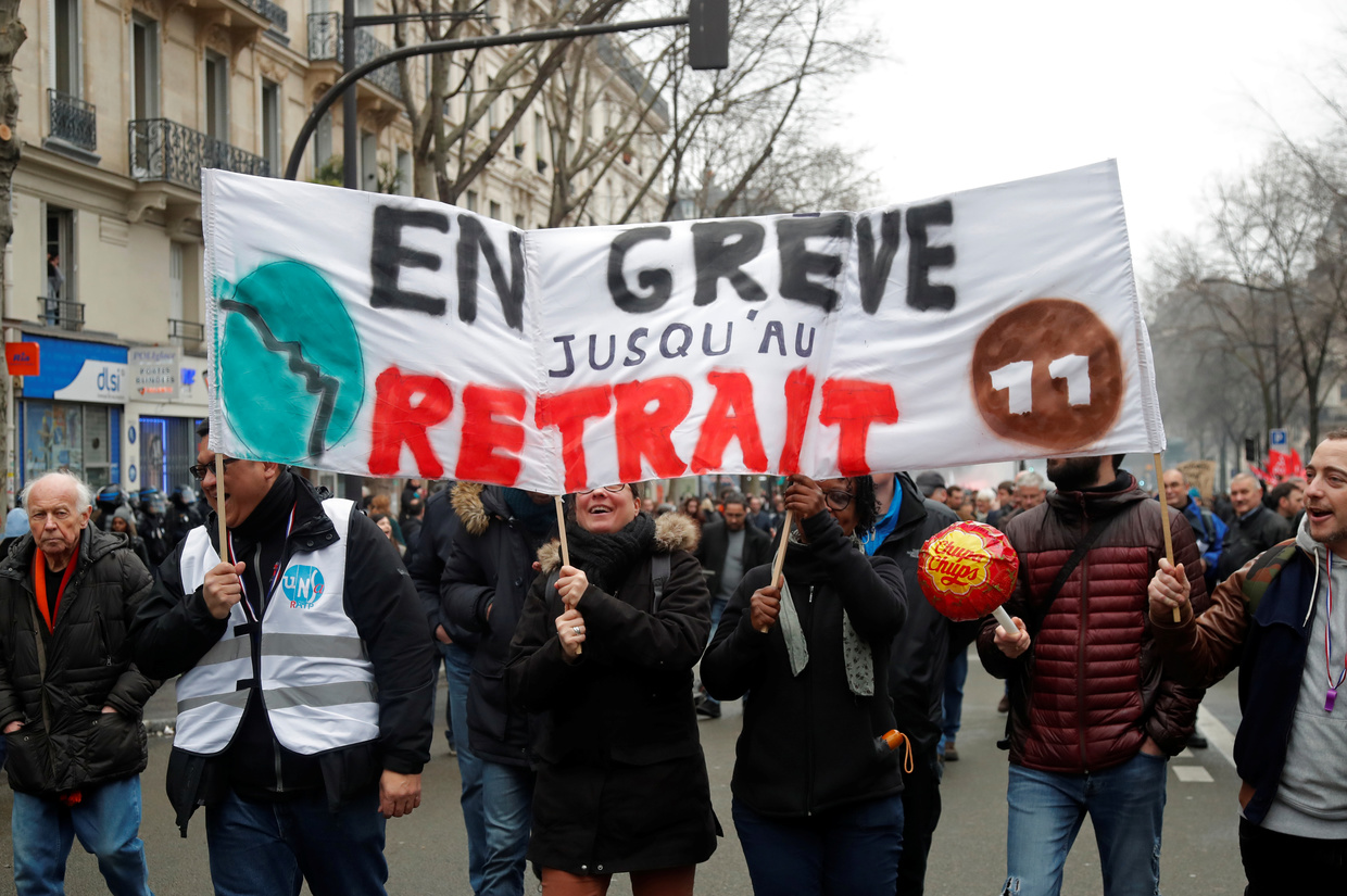 Nationwide protest in France over pensions as talks continue