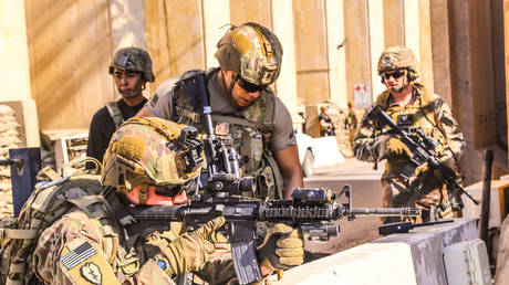 American soldiers take position around the US Embassy in Baghdad © US Embassy / Handout via AFP