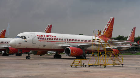Passengers taunt crew, threaten to break into cockpit after spending hours on board delayed Air India flight (VIDEO)