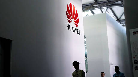 FILE PHOTO: A Huawei logo at Mobile World Congress (MWC) in Shanghai © Reuters / Aly Song