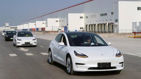 FILE PHOTO: China-made Tesla Model 3 vehicles at the Shanghai Gigafactory © Reuters / Yilei Sun