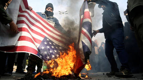 Demonstrators burn the US and British flags during a protest against the assassination of the Iranian Major-General Qassem Soleimani