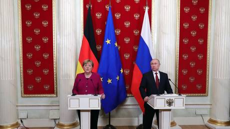 Russian President Vladimir Putin and German Chancellor Angela Merkel © Sputnik / Mikhail Klimentyev