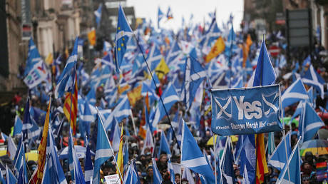 Demonstrators march for Scottish Independence through Glasgow City center, Scotland, UK, on January 11, 2020. ©  Reuters / Russell Cheyne