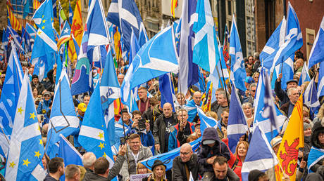 Thousands of Scottish independence supporters marched through Edinburgh, UK, October 5, 2019 © Global Look Press/ZUMAPRESS.com/Stewart Kirby