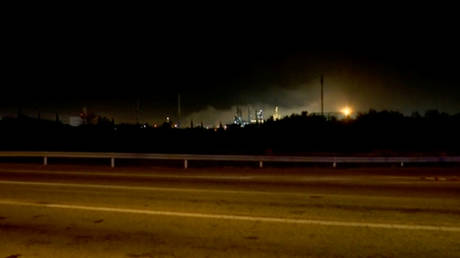 Moment of chemical plant explosion in Tarragona, Spain captured on camera (VIDEO)