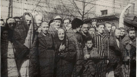 Auschwitz prisoners after the Soviet liberation of the Nazi death camp in 1945 © Yad Vashem Archives via Reuters