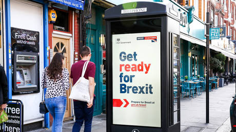 People walk past a ''Get ready for Brexit'' digital advert on the back of a telephone box in north London © Global Look Press / Dinendra Haria