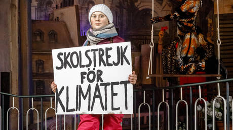 A wax figure of the Swedish climate activist Greta Thunberg in the Panoptikum on the Reeperbahn, Hamburg, Germany © Global Look Press /dpa / Markus Scholz