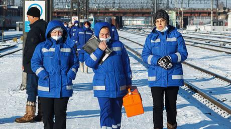 Medical team at the Irkutsk-Passenger railway station. © Sputnik / Vladimir Smirnov