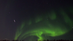Shooting star adds a touch of class to northern lights display above Murmansk, Russia (VIDEO)