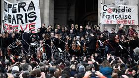 Striking Paris Opera artists perform outdoor concert against pension reforms – while Macron flees theater amid protests (VIDEOS)