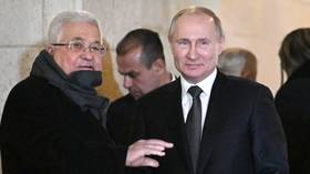 Putin returns fallen cap to member of Palestinian honor guard during Bethlehem visit (VIDEO)