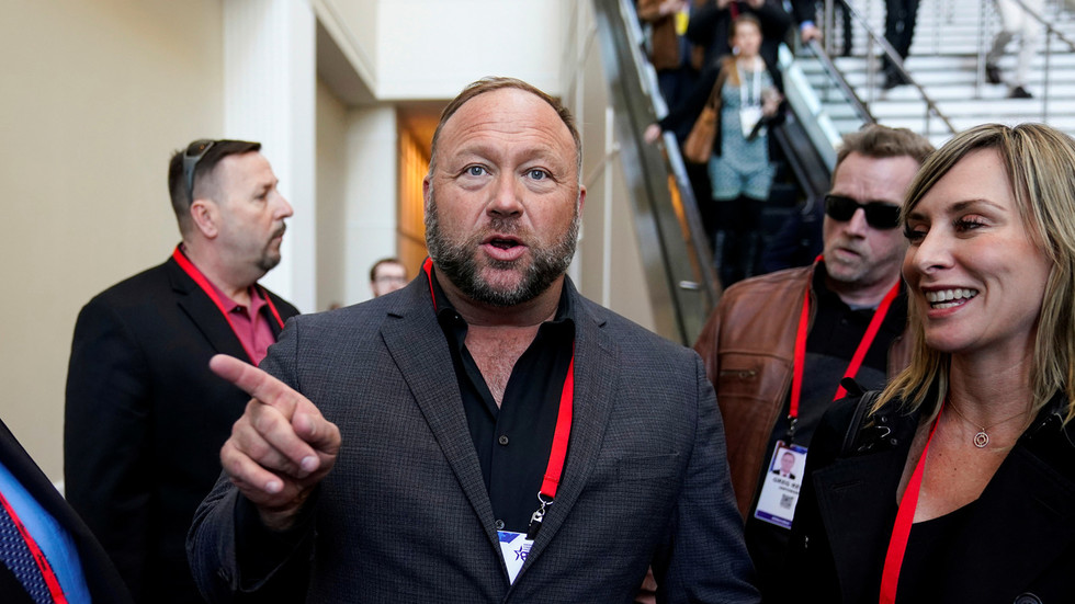 Conservatives 'censoring themselves in the age of censorship'? InfoWars kicked out of CPAC, triggering conference row