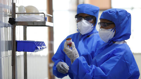 Medical staff with protective clothing are seen inside a ward specialised in receiving any person who may have been infected with coronavirus, at the Rajiv Ghandhi Government General hospital in Chennai, India, January 29, 2020. © REUTERS/P. Ravikumar
