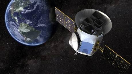 FILE PHOTO: Conceptual illustration of a US satellite. © Reuters / NASA