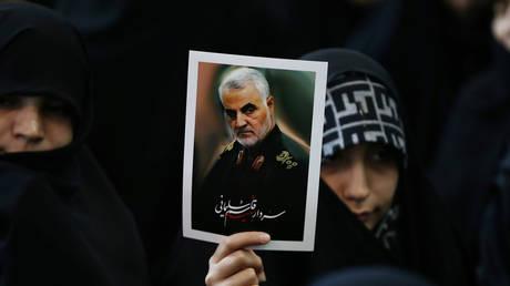 Iranian women mourn Quds Force commander Qassem Soleimani