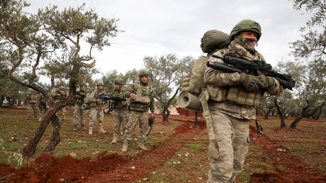 Turkish soldiers gather in the village of Qaminas, about 6 kilometres southeast of Idlib city in northwestern Syria on February 10, 2020. © AFP / Omar HAJ KADOUR