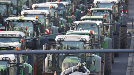 WATCH: Army of tractors descends on Spanish city for mass protest