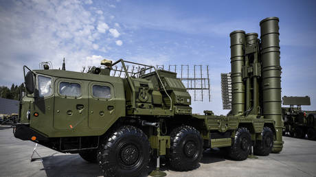 FILE PHOTO: A Russian S-400 anti-aircraft missile system is displayed at the exposition field in Kubinka Patriot Park outside Moscow.