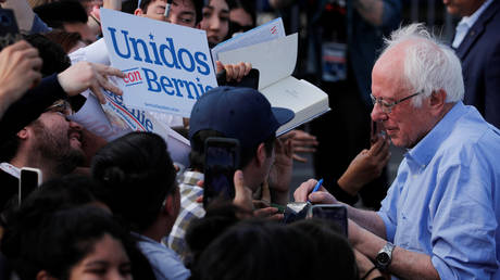 Bernie Sanders signs autographs to supporters during a Get Out the Early Vote campaign rally in Santa Ana, California. ©REUTERS / Mike Blake