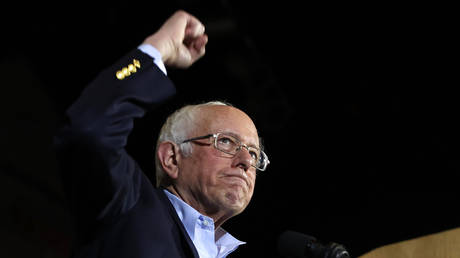 Bernie Sanders addresses supporters at a rally in San Antonio, Texas, February 22, 2020 © Reuters / Mike Segar