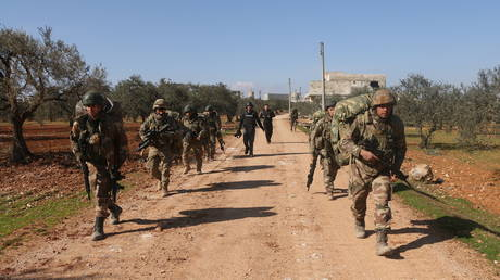 Turkish Armed Forces' soldiers continue to conduct fortification and transition activities in Idlib, de-escalation zone in Syria on February 20, 2020 © Getty Images / Ibrahim Hatib / Anadolu Agency