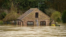 'Immediate evacuation': Flood barriers 'overwhelmed' by rising water forces English town residents to flee (PHOTOS/VIDEOS)