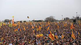 Over 100,000 flock to watch exiled ex-Catalan leader Puigdemont speak (PHOTOS, VIDEOS)