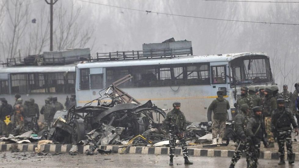 Teenage bomb maker bought ied supplies off amazon for for Mohd shop