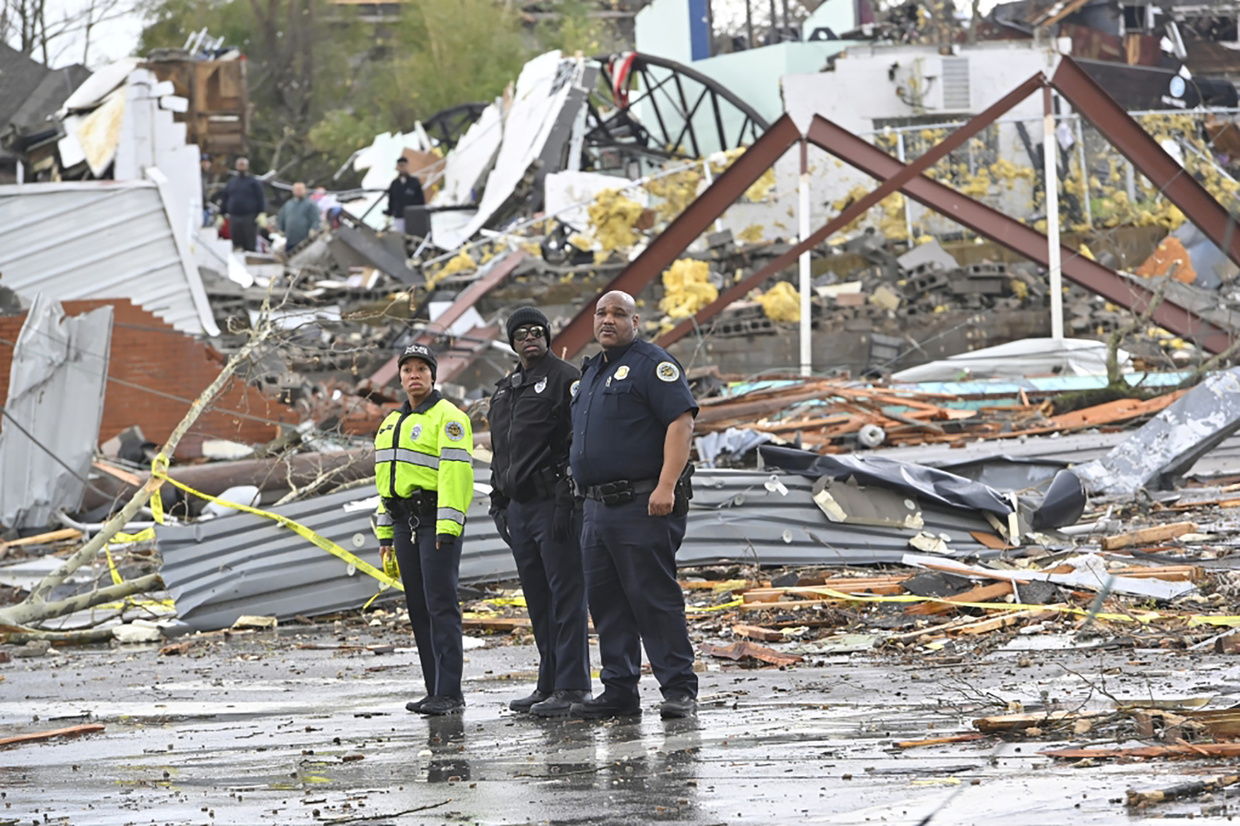 At least two people killed in Nashville tornado