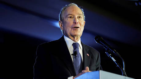 """U.S. Democratic presidential candidate Mike Bloomberg speaks during a """"Women for Mike 2020"""" campaign stop in McClean, Virginia, U.S., February 29, 2020. © REUTERS/Joshua Roberts"""