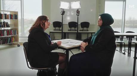 Screenshot from the video / Loubna Stensaker Goransson and Naouel Aissaoui are debating on a headscarf ban in schools