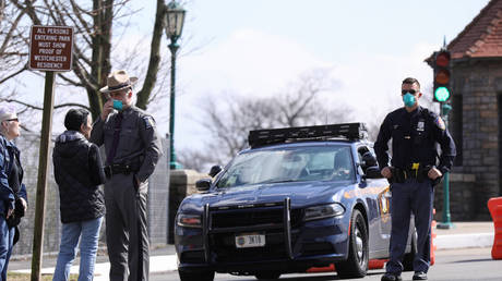 Coronavirus checkpoint in New Rochelle, NY © Reuters / Andrew Kelly