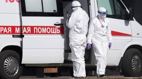 A Russian ambulance responding to a suspected coronavirus case in Moscow. ©Sputnik / Ilya Pitalev