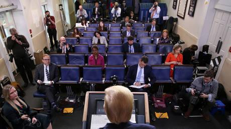 U.S. President Trump leads the daily coronavirus response briefing ©  Reuters / JONATHAN ERNST