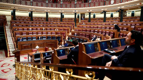 Spanish PM Pedro Sanchez sits in an almost empty chamber before a session to explain coronavirus disease outbreak, at Parliament in Madrid, March 18, 2020. © Reuters / Maridcal / Pool