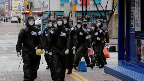 South Korean soldiers in protective gear in Daegu, South Korea. March 15, 2020. © Reuters / Kim Kyung-Hoon