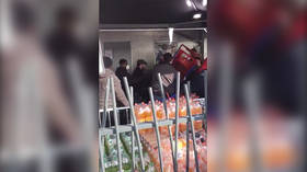 I am Cartacus! French shopper wields TROLLEY as panic buying violence escalates (VIDEO)