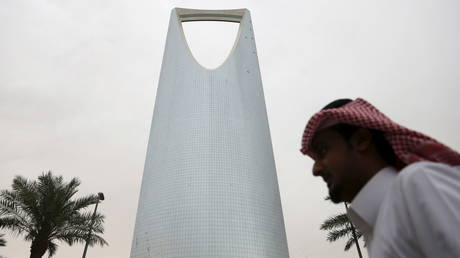 FILE PHOTO: A man walks past the Kingdom Centre Tower in Riyadh, Saudi Arabia © Reuters / Faisal Al Nasser