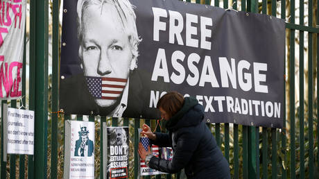 FILE PHOTO. A supporter of Julian Assange posts a sign on the Woolwich Crown Court fence. ©REUTERS / Henry Nicholls