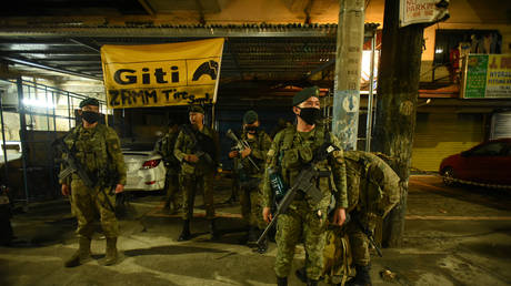 Soldiers and police officers in Manila, the Philippines. March 2020 © AFP / Maria Tan