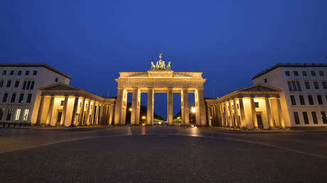 Berlin's landmark the Brandenburg Gate amid the Covid-19 pandemic. April 24, 2020. © AFP / Tobias Schwarz